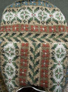 Fair Isle jacket: shoulder join by Ivar Asplund, via Flickr. This fellow does beautiful work!