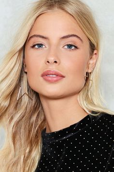 Pile It On. Complete your look with new statement necklaces, clutches, body chains & more at Nasty Gal! Dark Ash Blonde, Dark Hair, Lace Front Wigs, Lace Wigs, Blonde Hair Shades, Stunning Eyes, Lovely Eyes, Womens Wigs, Celebrity Makeup