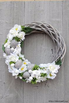 Read more about fun Easter craft Easter Projects, Easter Crafts, Easter Wreaths, Christmas Wreaths, Christmas Ideas, Diy Osterschmuck, Diy Easter Decorations, Diy Ostern, Easter Holidays
