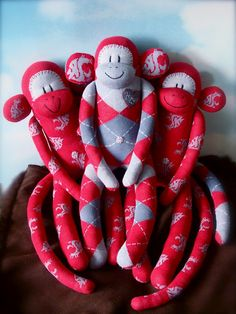 Washington State University but insted of monkeys cougers Diy Craft Projects, Sewing Projects, Crafts For Kids, Craft Ideas, Washington State University, Sock Dolls, Sock Animals, Presents For Dad, Learn To Sew