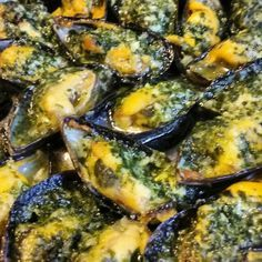 Stuffed mussels with parsley garlic butter- Moules farcies au beurre d'ail persillé Stuffed mussels with garlic parsley - Shellfish Recipes, Seafood Recipes, Healthy Dinner Recipes, Cooking Recipes, Cuisine Diverse, Exotic Food, Appetisers, French Food, Garlic Butter