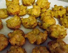 Jackie Fo: Mac and Cheese Bites and a B-Day Celebration! Mac And Cheese Cupcakes, Mac And Cheese Bites, Best Mac And Cheese, Mac Cheese, Appetizer Sandwiches, Yummy Appetizers, Appetizers For Party, Appetizer Recipes, Cheese Appetizers