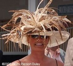 A parade of hats from the 2006 Kentucky Derby and Oaks. Kentucky Derby Fashion, Kentucky Derby Hats, Funky Hats, Cool Hats, Fascinator Hats, Headpiece, Fascinators, Derby Outfits, Derby Attire