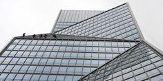L'immeuble Carpe Diem, à La Défense #Paris (12 septembre 2013) © Miguel Medina #Architecture