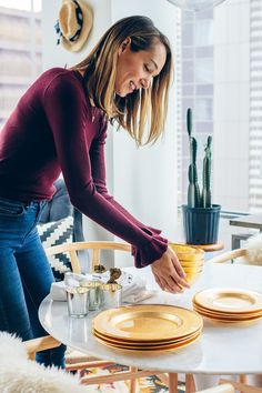 Can you believe the holidays are around the corner? I'm sharing some gorgeous holiday tablescape ideas inspired by this gold dinnerware from Z Gallerie.