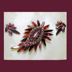 Let's Get Vintage - SHERMAN JEWELRY - Sizzling red siam japanned back brooch and earring demi. Signed SHERMAN - Vintage Costume Jewelry