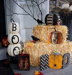 Make your home look boo-tiful with this Halloween decor! Halloween Birthday, Halloween Party Decor, Holidays Halloween, Baby Halloween, Halloween Crafts, Halloween Ideas, Halloween Entryway, Outdoor Halloween, Spirit Halloween Coupon