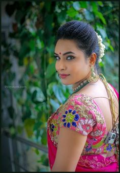 Hariteja Beautiful HD Photoshoot Stills & Mobile Wallpapers HD Oscars Red Carpet Dresses, Traditional Hairstyle, Hollywood Heroines, Heroine Photos, Hd Wallpapers For Mobile, Bindi, Married Woman, Russian Models, Hd 1080p
