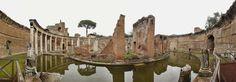 """IlPost - 1999 - Villa Adriana (Tivoli)  Si trova vicino a Roma, è un complesso di edifici classici creati nel Secondo secolo d.C. dall'imperatore romano Adriano. Combina i migliori elementi del patrimonio architettonico di Egitto, Grecia e Roma nel costruire una """"città ideale"""". (Clatra e James Dunning/Flickr)"""