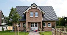 Maxime 700 - Idyllisches Landhaus mit verspielten Elementen - Viebrockhaus