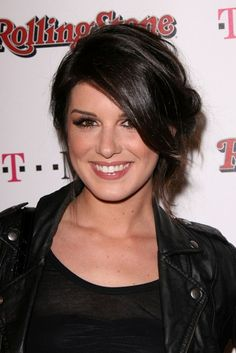 Shenae Grimes sexy, messy hairstyle