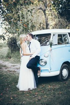 Add an old VW van to your wedding portraits for cool vintage vibes   Vanilla Photography