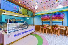 Candy Store Design, Boutique Patisserie, Natural Ice Cream, Owl Silhouette, Rainbow Waffles, Lighting Showroom, Bakery Design, Macaroni Cheese, Parlour