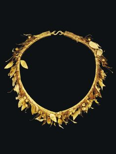 A GREEK GOLD MYRTLE WREATH HELLENISTIC PERIOD, CIRCA 3RD-2ND CENTURY B.C.