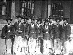 별기군의 모습, 1881년(고종 18) 5월 오군영(五軍營)으로부터 신체가 강건(强健)한 80명의 지원자를 특선(特選)하여  이들을 무위영(武衛營)에 소속케 하였는데 이것이 최초로 창설된 별기군이다.