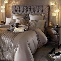 90 Gorgeous Romantic Master Bedroom Design That Will You Dreaming on Home Inteior Ideas 3806 Champagne Bedroom, Home Bedroom, Bedroom Makeover, Bedroom Design, Luxurious Bedrooms, Master Bedrooms Decor, Dream Rooms, Luxury Bedding, Bedroom Decor