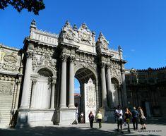Istambul, Turquia, Palácio de Dolmabahçe Barcelona Cathedral, Louvre, Building, Travel, Travel Tips, Cities, Dreams, Viajes, Buildings