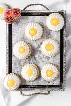 Lemon Meringue Cookie Tarts-Lemon Meringue Cookie Tarts are such a cute treat for mother's day. It is the perfect combination of sweet and sour, soft and crunchy, it is delicate but yet fierce. Just like your mother, or… Best Cookie Recipes, Best Dessert Recipes, Fun Desserts, Sweet Recipes, Lemon Desserts, Macarons, Tea Cakes, Bundt Cakes, Oreos