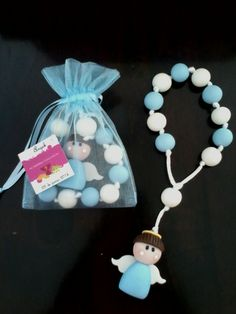 Decenario de angelito en pasta flexible Baptism Candle, Baptism Favors, Easy Diy Crafts, Crafts For Kids, Arts And Crafts, Clay Keychain, Clay Magnets, First Holy Communion, Pasta Flexible