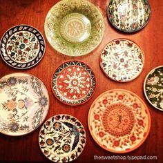 kitchen wall decoration made with vintage plates