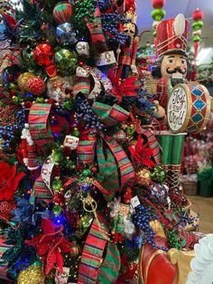 Tartan Christmas, Christmas Trends, Merry Christmas, Christmas Home, Christmas Holidays, Christmas Crafts, White Christmas, Christmas Hacks, Retro Christmas Decorations