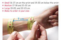 Breites Armband mit einem Geheimnis. Armband von HelgaRachinskaya