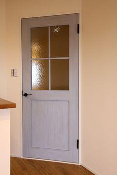 LIXIL・ファミリーラインパレット・片開き戸CM9型、ブルーペイント柄 Natural Interior, Bathroom Medicine Cabinet, Tall Cabinet Storage, Entrance, House Design, Doors, Architecture, Furniture, Home Decor