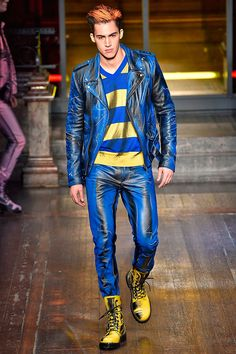 Jeremy Scott unveiled his Fall/Winter 2016 collection for Moschino during London Collections Men. When Jeremy Scott visited Gilbert & George for tea, the designer told the artists how he loves the way clothes... »