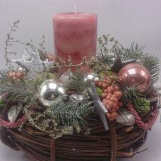 Weihnachtsgesteck-Adventsgesteck-Weihnachtsdeko-Adventskranz-Kugeln-Stern-Beeren-112509354666-600x600.jpg (600×600)