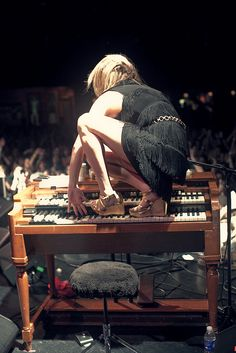 how Grace Potter plays her instrument #electronicmusic #synthesizer #instruments #electroacoustic #sound #synthesis