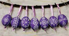 slepačie vajíčka /fialové - zdobené voskom Easter Crafts, Holiday Crafts, Easter Ideas, Egg Tree, Arts And Crafts, Diy Crafts, Easter Colors, Purple Lilac, Egg Decorating