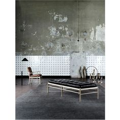 Ole Wanscher Daybed OW150 Many of Ole Wanscher's designs have become collector's items due to their timelessness and beautiful finish. This daybed is no exception. The mattress almost floats on the st