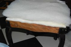 Silla francesa antes y después   Bricolaje Vanity Bench, Projects, Furniture, Blog, Home Decor, Chair Repair, Chair Backs, Chair Covers, Upholstered Chairs