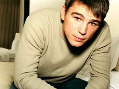 Josh Hartnett, first admired in The Faculty