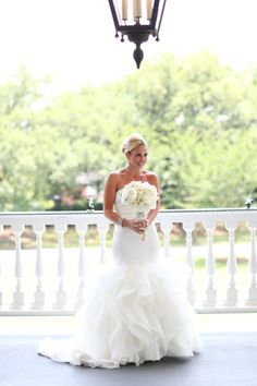 You might recognize her from 'Say Yes to the Dress': http://www.stylemepretty.com/south-carolina-weddings/charleston/2015/03/26/from-say-yes-to-the-dress-to-an-elegant-wedding-at-lowndes-grove/ | Photography: Jennifer Bearden - http://jenniferbearden.com/