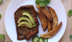 Milanesa de Res is a thin cut of beef that's coated in breadcrumbs. It is then fried and ready in minutes, making it perfect for busy weeknights. Milanesa, Mexican Chorizo, Mexican Food Recipes, Ethnic Recipes, Baked Potato, Crockpot Recipes, Slow Cooker, Steak, Potatoes