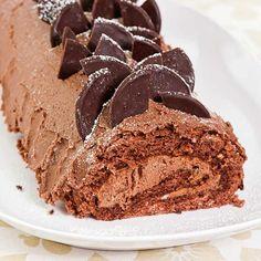 Kuorrutetussa kääretortussa on herkullinen aprikoosi-suklaatäyte. Krispie Treats, Rice Krispies, Let Them Eat Cake, Ice Cream, Baking, Party, Desserts, Recipes, Food