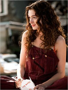 love and other drugs anne hathaway curly long hair