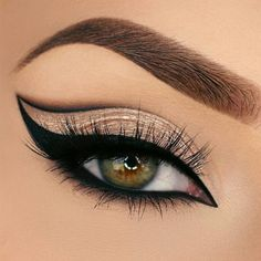 Once you master eyeliner application, your makeup routine will never be boring. Discover many eyeliner styles here. Sexy Eye Makeup, Beautiful Eye Makeup, Eye Makeup Art, Makeup Inspo, Eyeshadow Makeup, Makeup Inspiration, Makeup Tips, Eyeshadow Palette, Blue Eyeshadow