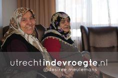 Met open armen en verse thee worden rond 9.30 uur de Turkse vrouwen ontvangen bij Marhaban; de dagverzorging voor Marokkaanse en Turkse ouderen van Axioncontinu. Terwijl er van allesin de huiskamer wordt besproken bereidt Yesmin in de keuken de warme middagmaaltijd. http://www.utrechtindevroegte.nl/project/dagverzorging-turkse-vrouwen