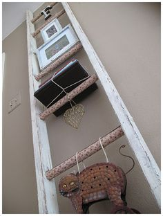 Emérita Desastre: Reciclaje: Escaleras que organizan y decoran