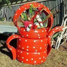 Resultado de imagem para ideias para decorar jardim com pneus