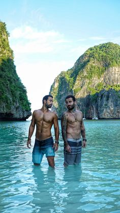 World Party TV Show in Thailand, Alpha TV, with Sakis Tanimanidis and Georgios Mavridis. Wednesday 13 May Series Movies, Book Series, Phi Phi Island, Cute Guys, Simply Beautiful, Physique, Thailand, Crushes, Tv Shows