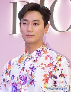 Lee Shin, Im Falling, Korean Guys, Asian Actors, Kdrama, Ruffle Blouse, Artists, Hot, Women