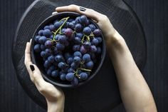 Among the main objective of women that are pregnant is having a healthy and balanced diet. Just try to eat fresh and healthy fruit and veggies everyday as you wish. Healthy Snacks, Healthy Eating, Healthy Recipes, Healthy Dishes, Eating Clean, Healthy Pizza, How To Store Grapes, Superfoods, Road Trip Snacks