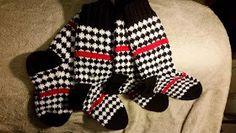 Satumaisia silmukoita: Saako olla salmiakkia Handicraft, Gloves, Socks, Winter, Inspiration, Knitting Ideas, Diy, Fashion, Craft