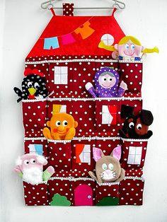 Постоянная заказчица кукол-рукавичек попросила сшить для них кармашки, сумку, вообщем, что-нибудь для их удобного хранения. Просто кармашки ...