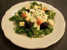 Salade fromagère - mâche, fromages, raisin et crème citronnée