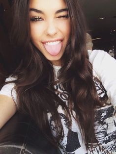 Amanda) Hey guys im Amanda im 18. Im a singer and i play volleyball. Im single looking for a lover. I love shopping and i hope to meet some new people! Introduce?