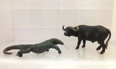 This beautiful Komodo Dragon figurine of Papo meets the large prey, Wild African Buffalo of Schleich. The stand of this Komodo figurine is magnificent because recreate the walking march of this reptile and we can see the heavy and massive body of this strong lizard.  In the nature, Komodo Dragons dominate the ecosystem. They hunt and ambush prey including a large water buffalo.